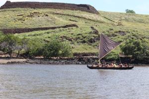 Sailing in to Pelekane Bay